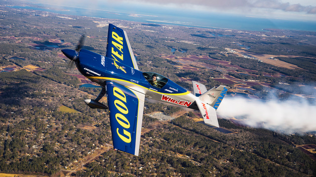 Mike Goulian Flying his Extra 330SC