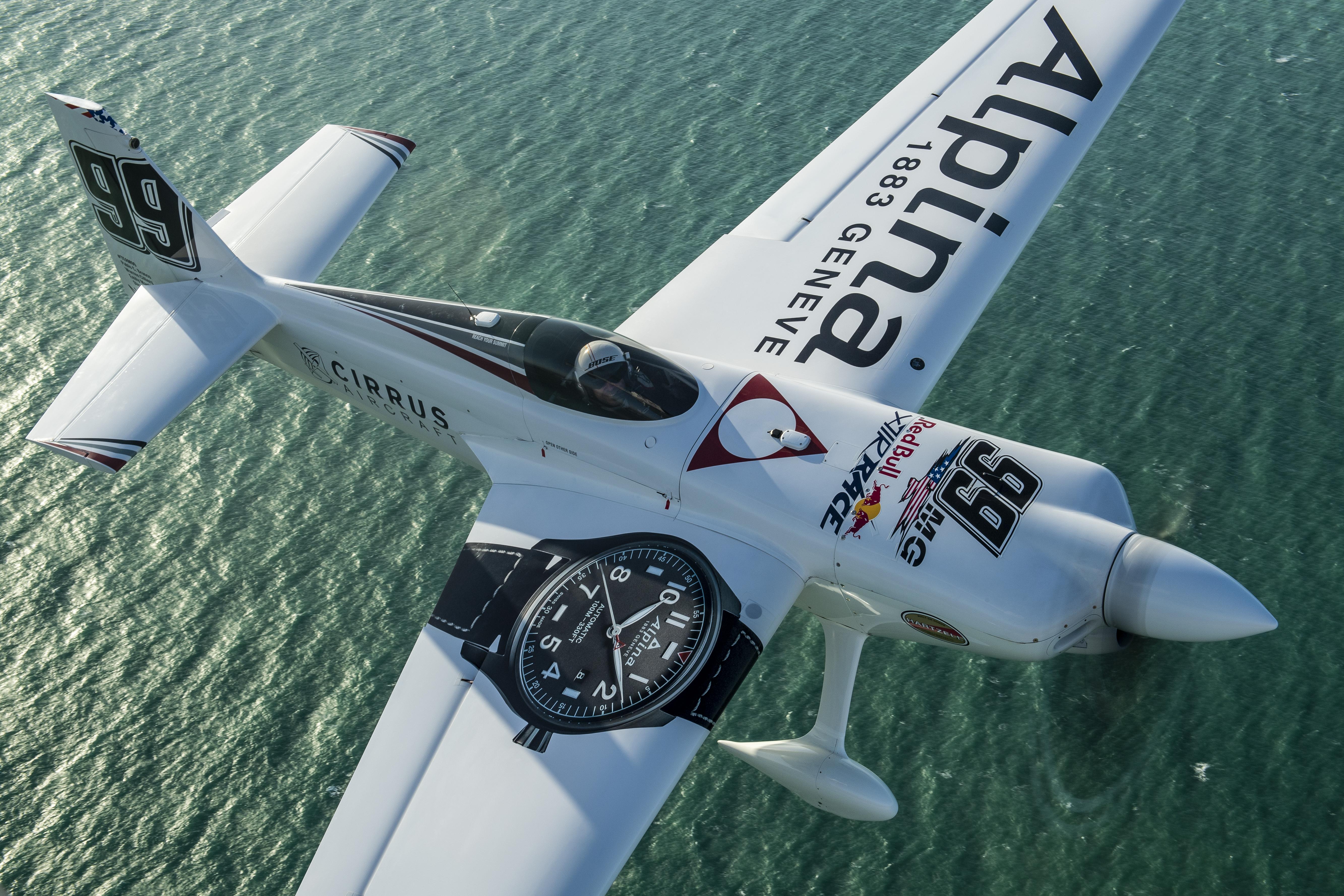 Media Kit – Red Bull Air Race Team 99 – Goulian Aerosports